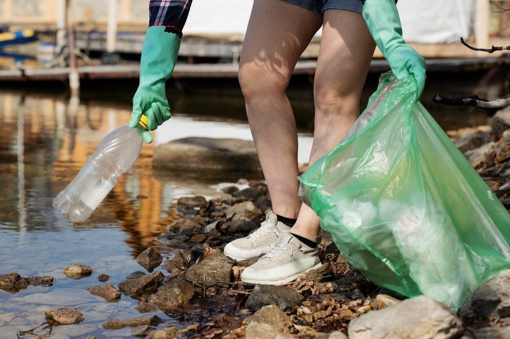 Olyan alapanyagú műanyagot használj, ami nem károsítja az élőlényeket.